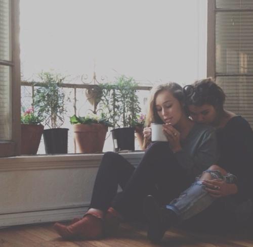Maia Mitchell e Alycia Debnam-Carey na imagem que mudou para sempre a vida do Blog.
